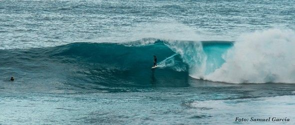 Surf_en_Tenerife_olas_gigantes